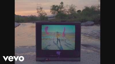 Calvin Harris ft. Dua Lipa - One Kiss